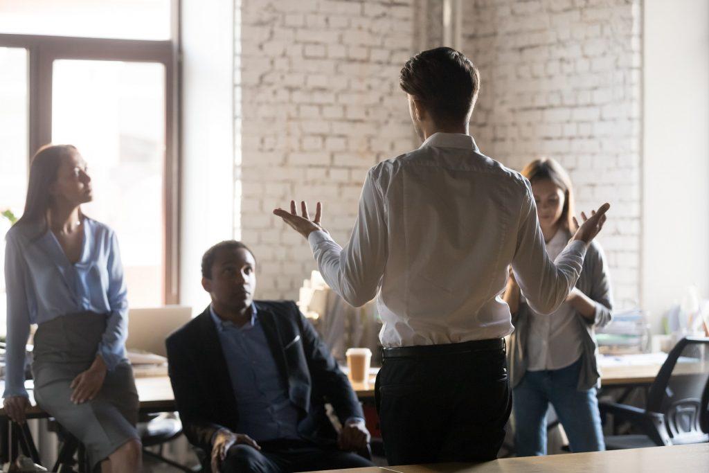 企業のSNS担当になったらどうすればよい?担うべき業務と通常業務